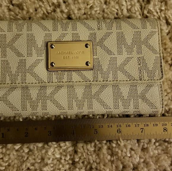 Michael Kors Handbags - *SOLD S* AUTHENTIC MICHAEL KORS SIGNATURE WALLET